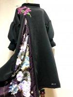 【即納】和柄振袖着物リメイクワンピースドレス ボリューム袖 黒×赤紫花刺繍モチーフ