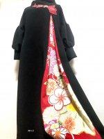 和柄振袖着物リメイクワンピースドレス ボリューム袖口 黒×赤花モチーフ刺繍に赤金彩
