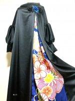 和柄振袖着物リメイクワンピースドレス ボリューム袖口 黒ストレッチサテン×青スパンコール黒花モチーフ