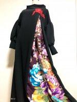 和柄振袖着物リメイクワンピースドレス ボリューム袖 黒×赤花刺繍モチーフ 紫金彩 M〜XL 丈125