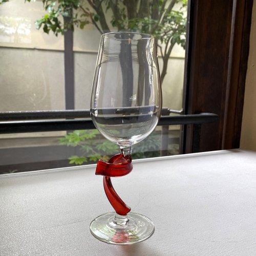 <img class='new_mark_img1' src='https://img.shop-pro.jp/img/new/icons2.gif' style='border:none;display:inline;margin:0px;padding:0px;width:auto;' />ツイストのワイングラス 赤クリア