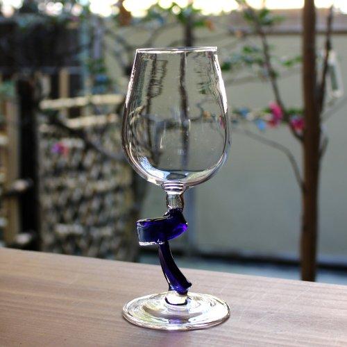 <img class='new_mark_img1' src='https://img.shop-pro.jp/img/new/icons2.gif' style='border:none;display:inline;margin:0px;padding:0px;width:auto;' />ツイストのワイングラス 瑠璃クリア