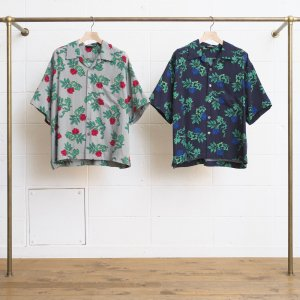 <img class='new_mark_img1' src='//img.shop-pro.jp/img/new/icons47.gif' style='border:none;display:inline;margin:0px;padding:0px;width:auto;' />UNUSED ROSE PATTERN SHORT-SLEEVE SHIRT