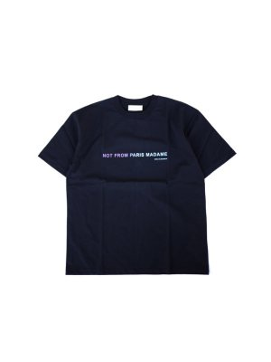 <img class='new_mark_img1' src='//img.shop-pro.jp/img/new/icons14.gif' style='border:none;display:inline;margin:0px;padding:0px;width:auto;' />DROLE DE MONSIEUR SHADED SLOGAN T-Shirt (BLK)