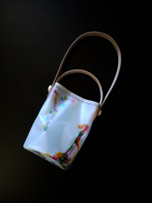 <img class='new_mark_img1' src='https://img.shop-pro.jp/img/new/icons14.gif' style='border:none;display:inline;margin:0px;padding:0px;width:auto;' />macromauro PAINT OBAL BAG SMALL (WHT) #B