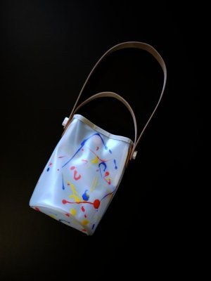 <img class='new_mark_img1' src='https://img.shop-pro.jp/img/new/icons14.gif' style='border:none;display:inline;margin:0px;padding:0px;width:auto;' />macromauro PAINT OBAL BAG SMALL (WHT) #C