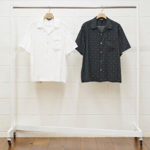 <img class='new_mark_img1' src='https://img.shop-pro.jp/img/new/icons47.gif' style='border:none;display:inline;margin:0px;padding:0px;width:auto;' />UNUSED SQUARE DOT SHORT-SLEEVE SHIRT