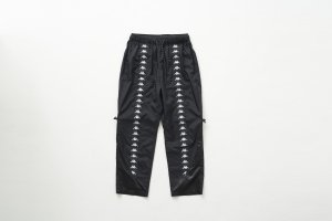 <img class='new_mark_img1' src='//img.shop-pro.jp/img/new/icons14.gif' style='border:none;display:inline;margin:0px;padding:0px;width:auto;' />JieDa × KAPPA NYLON PANTS (BLK)