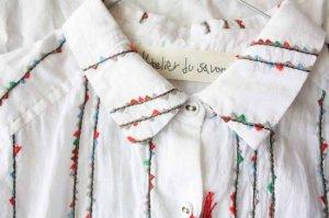 l'atelier du savon アトリエドゥサボン フラッグガーランド刺繍 AラインシャツOP