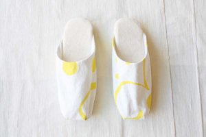 ■how to live ハウトゥリブ Pair of slipper col/ white yellow