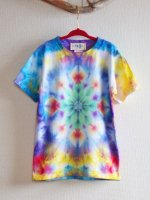 <img class='new_mark_img1' src='https://img.shop-pro.jp/img/new/icons15.gif' style='border:none;display:inline;margin:0px;padding:0px;width:auto;' />HIPPIES DYE 手染めタイダイ絞り染め マンダラ Tシャツ♪キッズ130cm