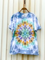 <img class='new_mark_img1' src='https://img.shop-pro.jp/img/new/icons15.gif' style='border:none;display:inline;margin:0px;padding:0px;width:auto;' />Hippies Dye☆Tシャツ Mサイズ グレー系ムラ染めに美しい曼荼羅模様!