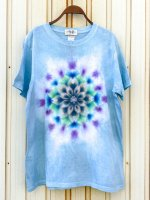 <img class='new_mark_img1' src='https://img.shop-pro.jp/img/new/icons15.gif' style='border:none;display:inline;margin:0px;padding:0px;width:auto;' />Hippies Dye☆Tシャツ XLサイズ 手染めならではの奥深い水色に美しい曼荼羅模様!