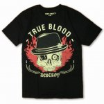<img class='new_mark_img1' src='https://img.shop-pro.jp/img/new/icons15.gif' style='border:none;display:inline;margin:0px;padding:0px;width:auto;' />スカル TRUE BLOOD デザイン プリント Tシャツ 半袖 ブラック 黒 バックプリント