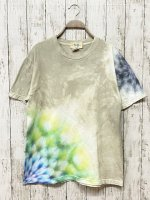 <img class='new_mark_img1' src='https://img.shop-pro.jp/img/new/icons15.gif' style='border:none;display:inline;margin:0px;padding:0px;width:auto;' />タイダイ染め Tシャツ Mサイズ 曼荼羅 グレーベージュ  Hippies Dye
