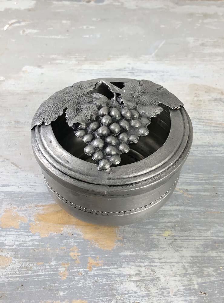 ぶどう模様のエタンカップ
