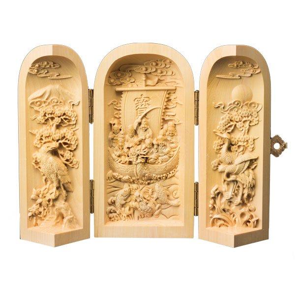 KW−1184 本黄楊(ほんつげ)細密彫り 大願成就 七福神宝船 - 御利益最勝!貴家に溢れるほどの宝物を運んでくれます。