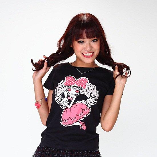 女の子とうさぎTシャツ