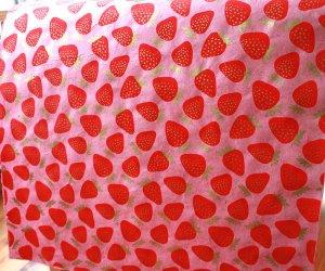 ネパール手漉き紙リトルいちご柄ペーパー/ピンク/包装紙/ラッピングペーパー
