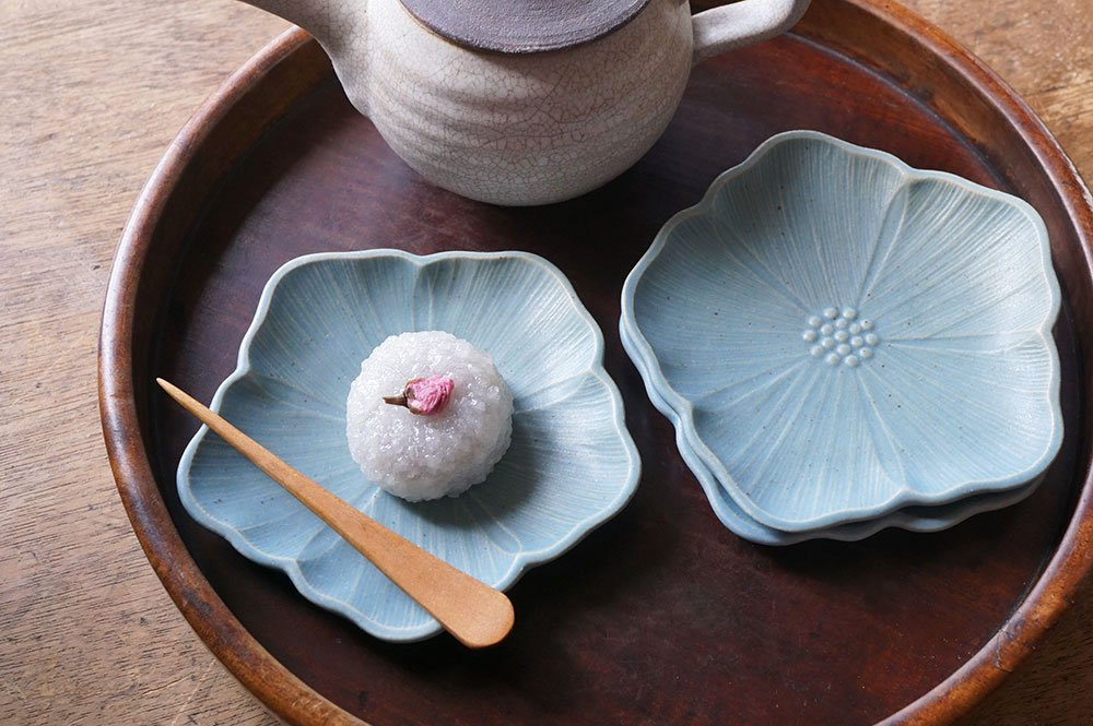 ブルーグレー 輪花皿 アイリス