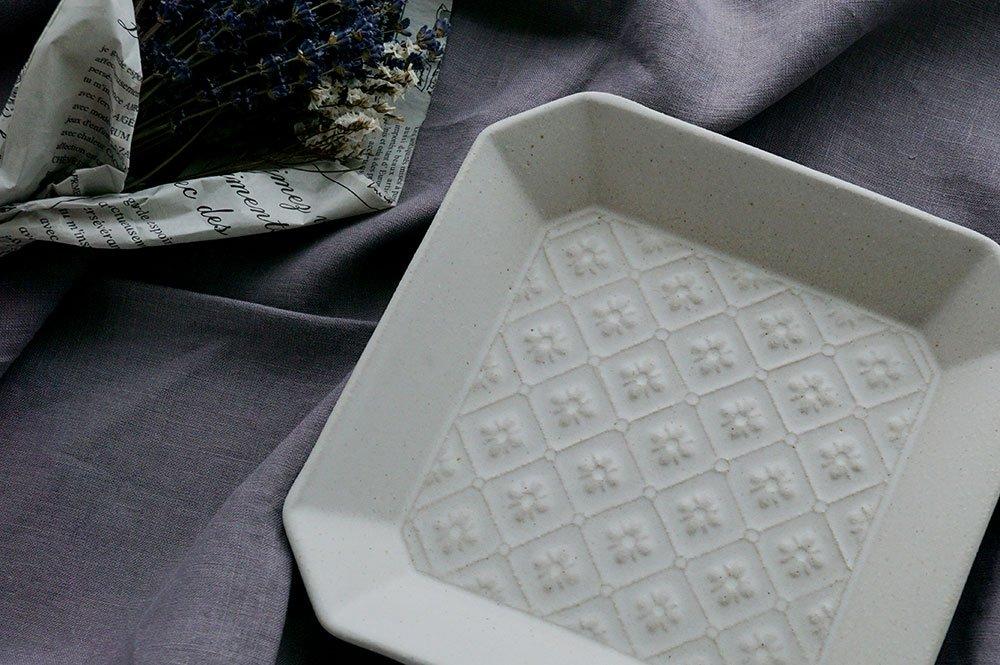 ホワイト 隅切正方皿 flower pattern