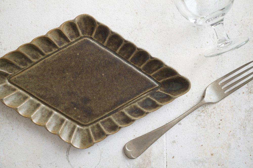 銅錆釉 花菱皿