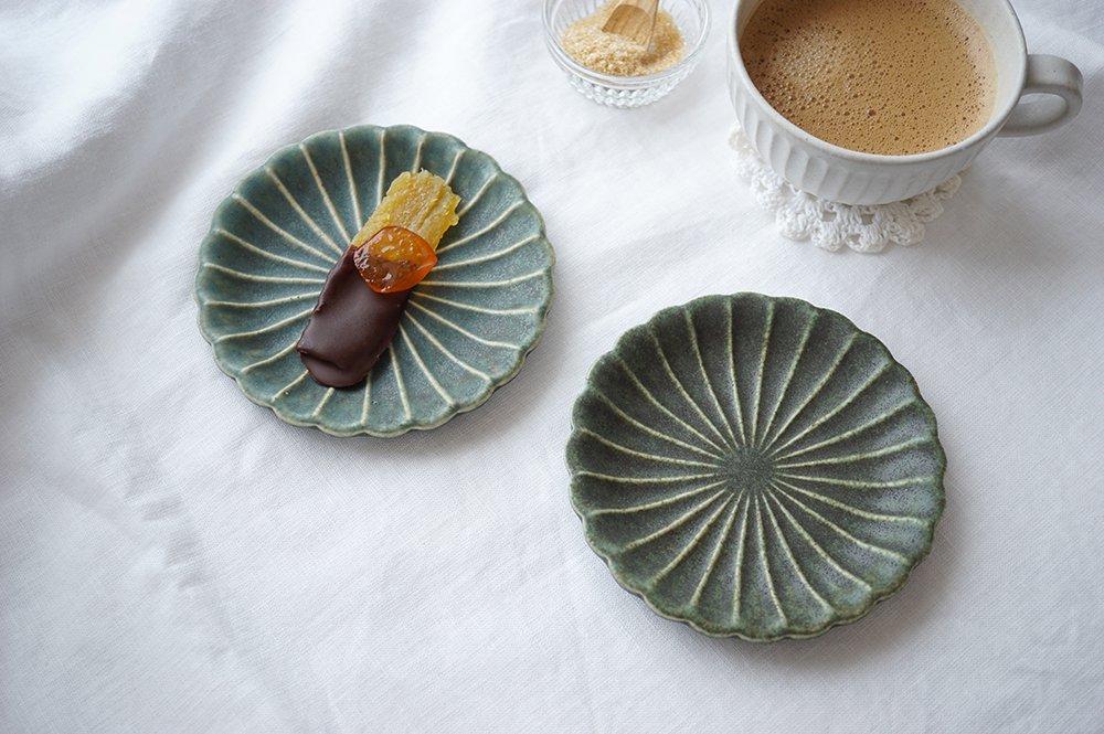 銅錆釉 輪花皿 マム