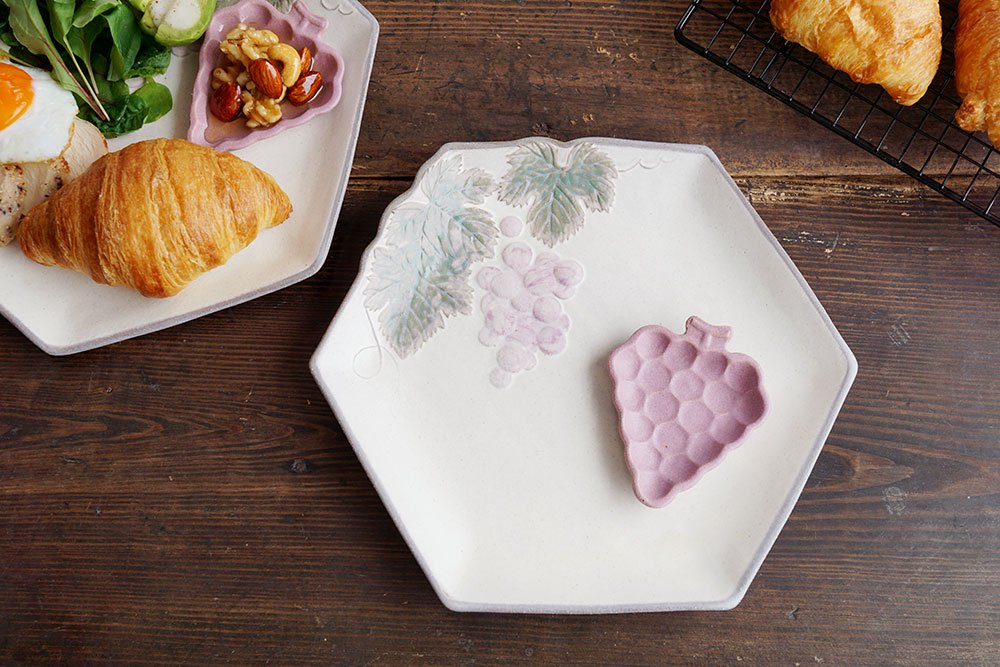 ブドウの大きなお皿と豆皿のセット