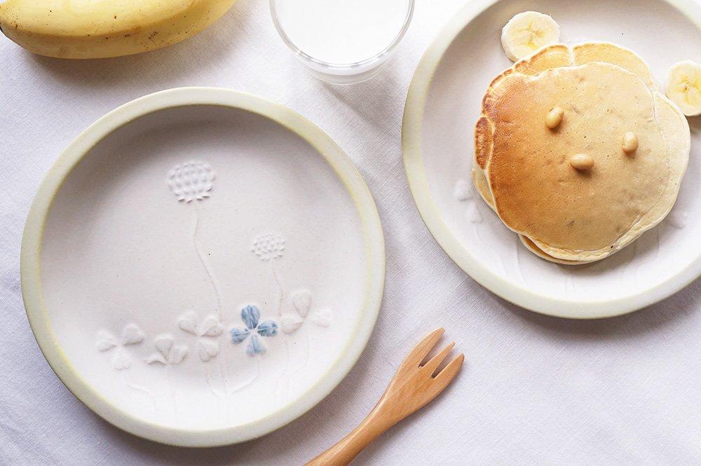 シロツメクサの絵皿