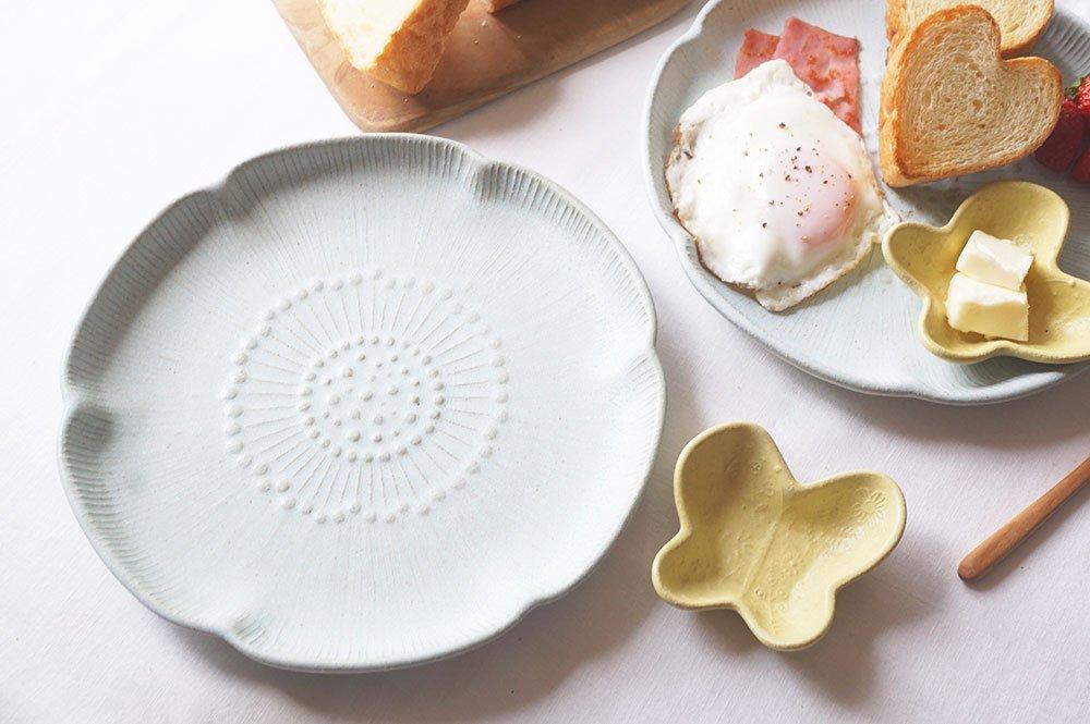 大きなアネモネ皿と小さな蝶々のセット