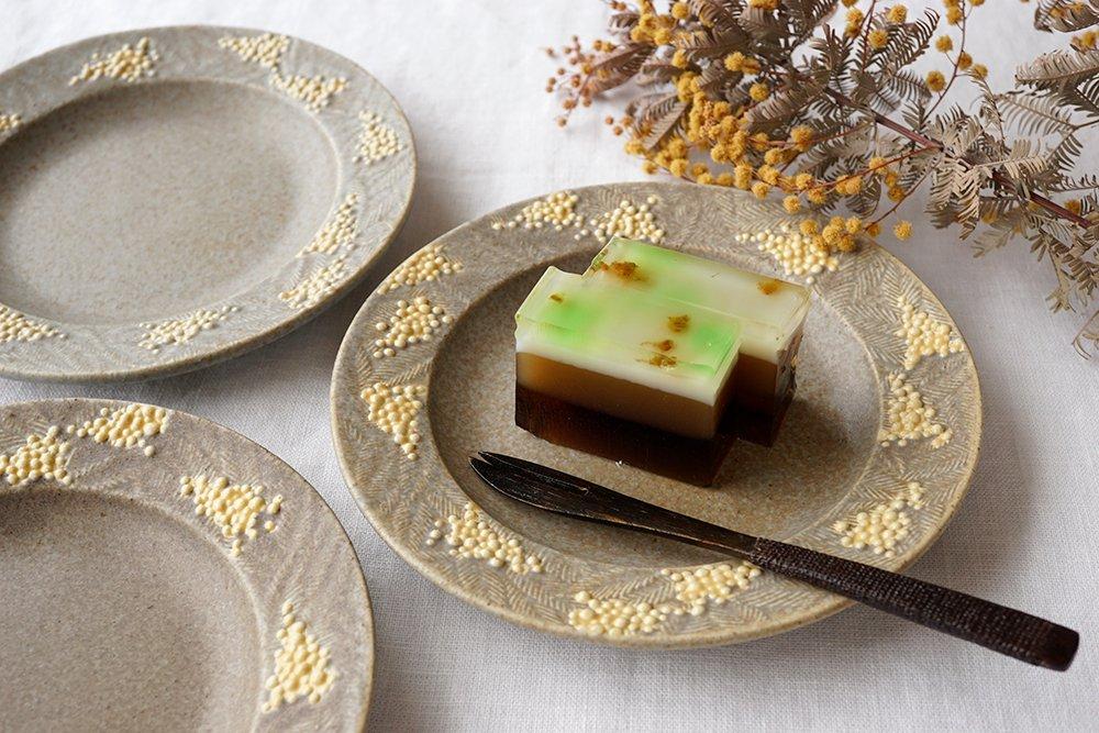 セピア色のミモザの小皿