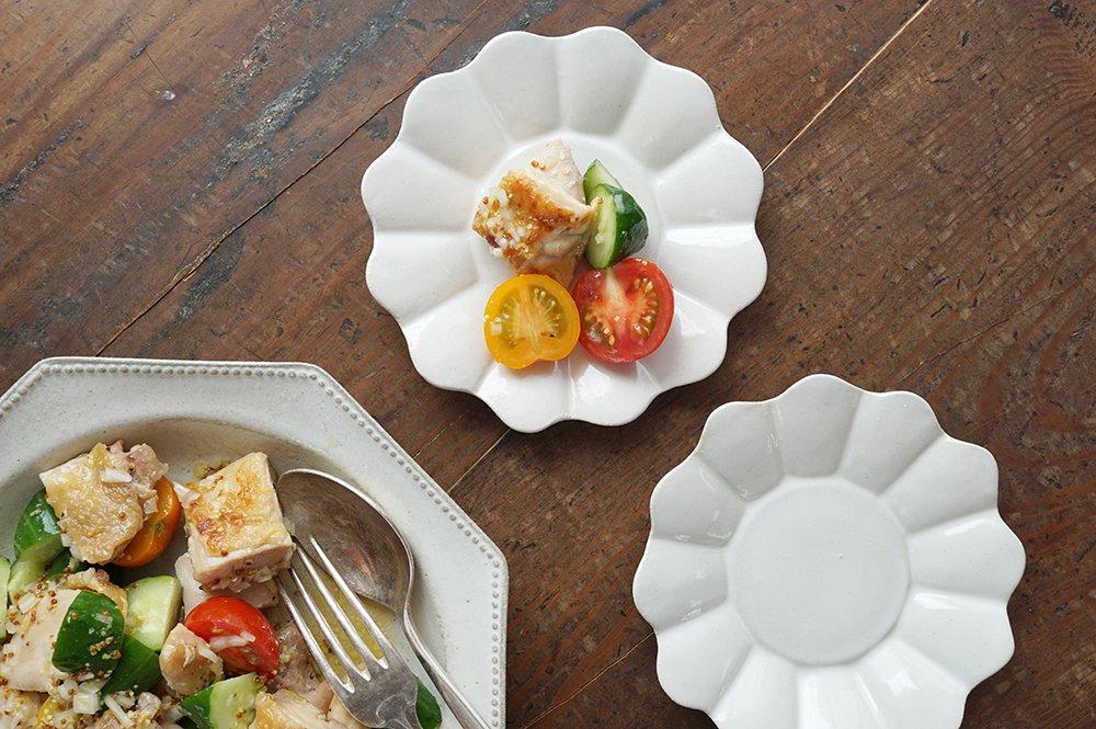白いマーガレット皿 中