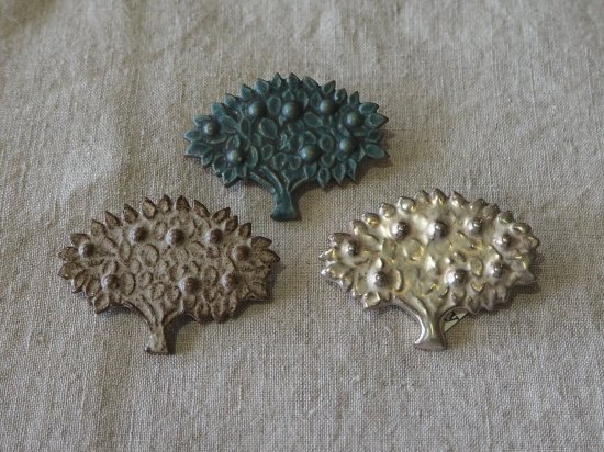 fuji-gallery/果樹のブローチ【陶器】