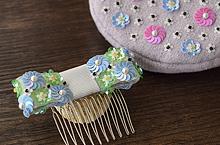 スパンコールで作る小花柄の刺繍