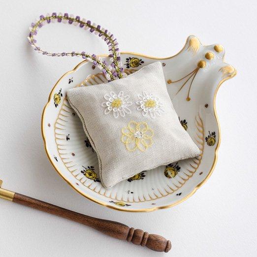 在庫限り キット リュネビル刺繍 デイジーの香り袋