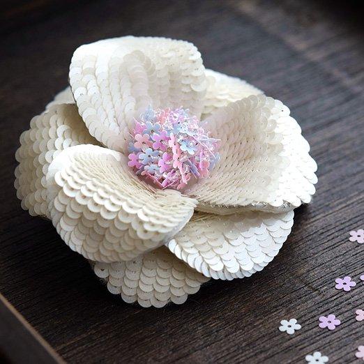【糸通しスパンコール】5mm花 パウダーブルー