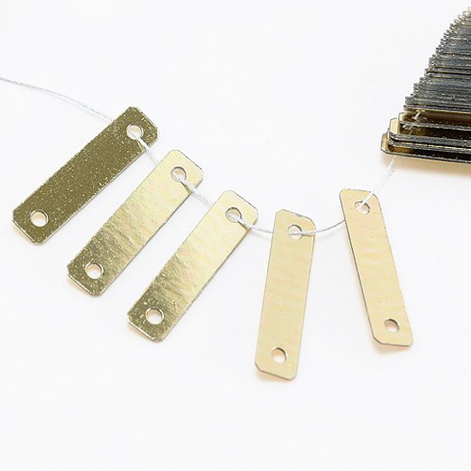 【糸通しスパンコール】3x12mm長方形 メタリックペールゴールド