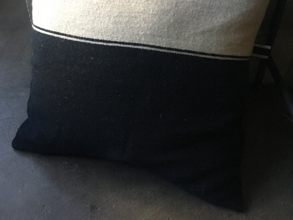 LIBECO クッションカバー MARSHALL/black flax 63×63