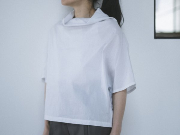 humoresque off turtle blouse ice gray