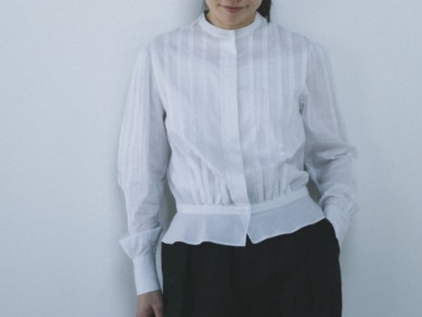 humoresque tuck blouse ice gray
