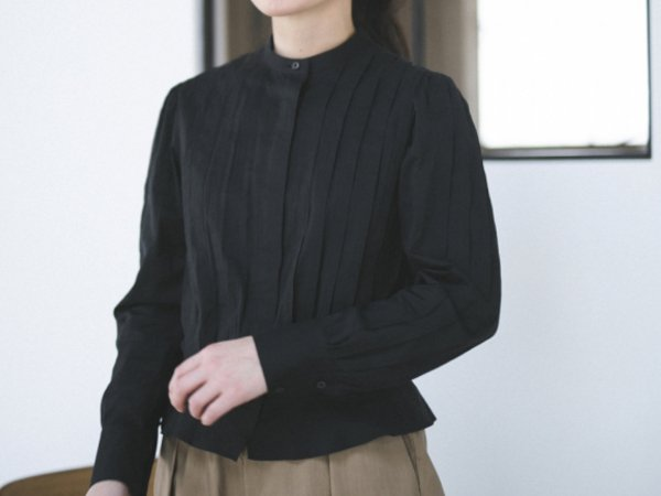 humoresque tuck blouse black