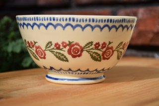 <img class='new_mark_img1' src='https://img.shop-pro.jp/img/new/icons5.gif' style='border:none;display:inline;margin:0px;padding:0px;width:auto;' />BRIXTON POTTERY(ブリクストンポタリー)丸型ボウル 12.5cm 『ブライヤー 野ばら』