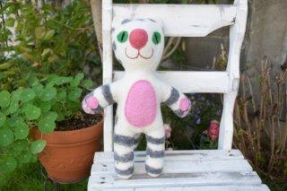 エストニア フェルト製ぬいぐるみ 「シロXグレーのしましまネコさん」