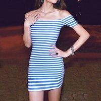 露出させたデコルテがセクシーなオフショルダーのボディコン風セクシードレス(CABARETDRESS) ブルー