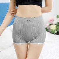 リブ編み風のチェーン柄がキュートで安心感のある履き心地のシンプルなボーイレッグのショーツ(T-BACK・SHORTS) グレー
