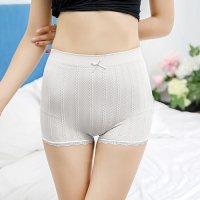リブ編み風のチェーン柄がキュートで安心感のある履き心地のシンプルなボーイレッグのショーツ(T-BACK・SHORTS) ホワイト