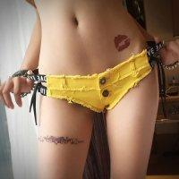 【歳末SALE☆全品10%OFF】両脇のロゴ入りゴム切り替えがカジュアルセクシーな印象を与える超マイクロミニ丈のデニムショートパンツ(PANTS) イエロー