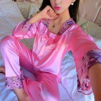 胸元のリボンと首周りの花柄刺繍が可愛らしいデザインのパジャマ(PAJAMAS) ピンク 1