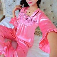 胸元に花柄刺繍入りのメッシュ生地を合わせたエレガントなデザインのパジャマ(PAJAMAS) ピンク 1