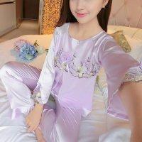 胸元に巻きバラのコサージュとリボンをあしらったラグランスリーブのパジャマ(PAJAMAS) ライトパープル